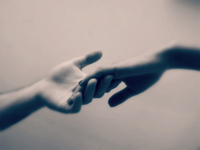 Mani, prendi queste mie mani, fanne vita e fanne amore